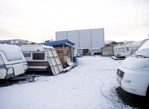 – SKAL BORT: Bobilene og campingvognene får stå inntil videre, men de skal bort så snart det lar seg gjøre, opplyser Turbuss Vest-grunnlegger Jostein Nesse.FOTO: ARNE RISTESUND