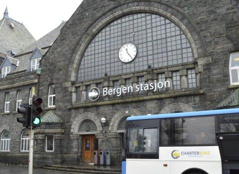 Skiltet er godkjent av fylkeskonservatoren, men de har ikke hatt noe å si når det gjelder navnet på stasjonen.
