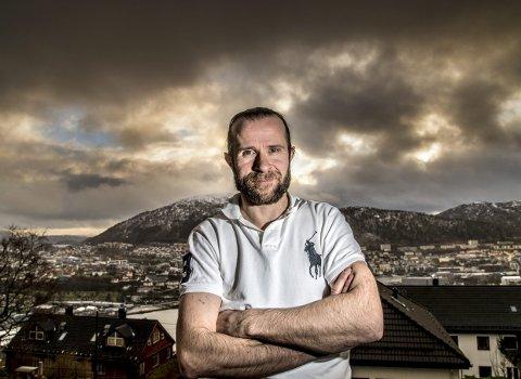 Bergen-trener Pål Erik Glomsaas mener å skimte lys i horisonten etter en sesong der de mørke skyene har hengt lavt over Bergenshallen. (Arkivfoto: BA)