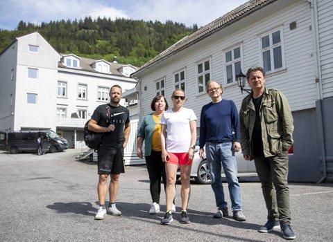 Espen Berntsen, Marit Kolstad, Anita Kvamme, Kjell Johannessen og Kurt Wiemann er oppgitt over at politikerne vil anlegge en LAR-klinikk i nabolaget deres.