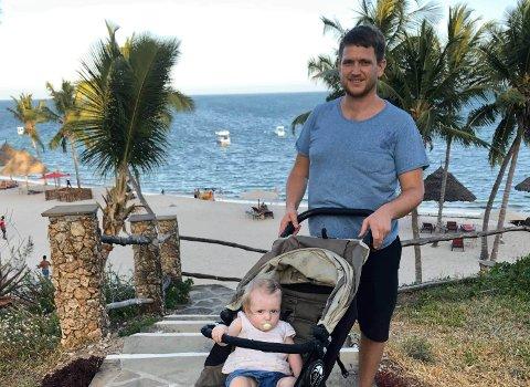 Reiselivsaktør: David Lilleheim solgte firmaet sitt Topp Afrika tidligere i år, og startet et nytt firma for å tilby turprodukter til enda flere nye, spennende steder, men det har fått en trang fødsel på grunn av koronakrisen. Her er han på tur med ett av barna sine, Eirill, i Kenya i 2019.