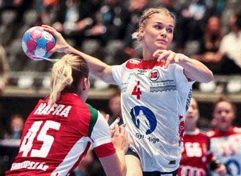 MISTER VM: Veronica Kristiansen, her for Norge mot Ungard i fjor, mister håndball-VM i desember.