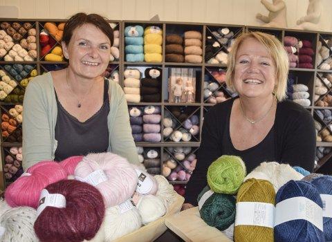 Tok «garnnøstet» helt ut:  Vigdis Bergem og Anne Karine Hansen var tidligere trofaste kunder i garnbutikkene i Mjøndalen. Nå blir de inenhavere. Torsdag åpner de garnbutikken «Strikkefryd».