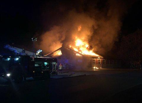 Nav-bygget/Familiens Hus i Kirkebygda er totalskadd etter en brann natt til 2. påskedag.