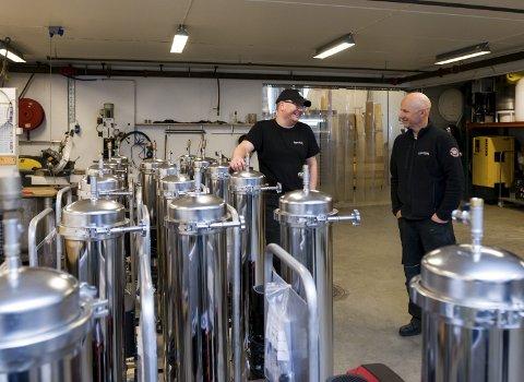 4-element anlegg: klar til levering. Ivan Bareksten og Otto Hugøy, serviceteknikarar hos Niprox. Begge foto: Tarjei Langeland