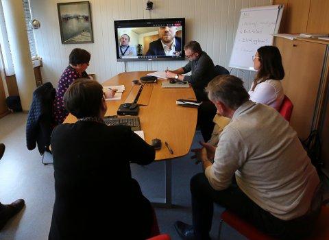 MØTTE OED: Underdirektør Tollef Taksdal i OED og statssekretær Tony Tiller i nettmøte med formannskapet i Bremanger.