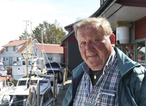 GREPA KAR: Svein Brendø er med i dugnadsgjengen som står bak dei fire uthamnene i Florø. Bua til Svein i Gunhildvågen er samlingsstad når dei planlegg dugnadsarbeid eller løyser verdsproblem.