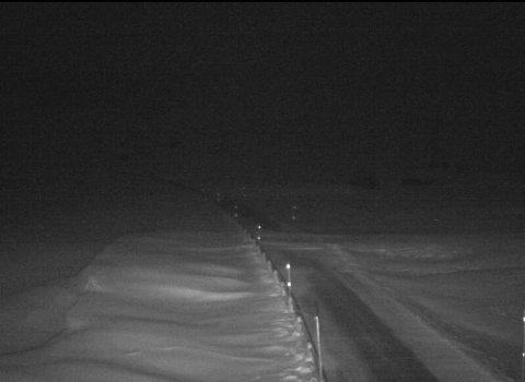 STENGT: Slik såg det ut på rv. 13 ved Hestavollen på Vikafjellet like over klokka 08.00 onsdag. Vegen blir ikkje opna før tidlegast torsdag morgon.