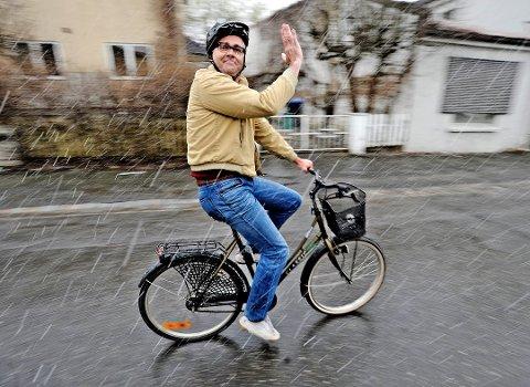 Øker. Sykkeltrafikken øker merkbart i Fredrikstad og Sarpsborg-distriktet, noe Atle Jensen, alias Rune Beige, ikke har noe imot.