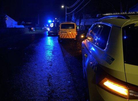 Både politi og ambulanser rykket ut til ulykkesstedet.