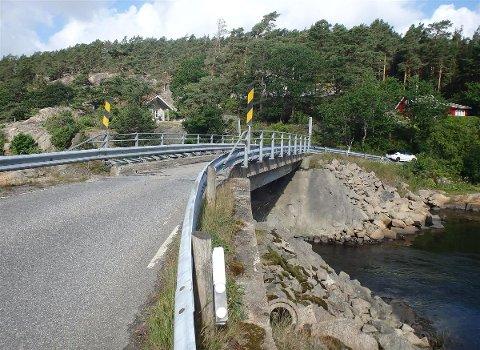 Hvalsund bru vil bli nattestengt på grunn av vedlikeholdsarbeider.