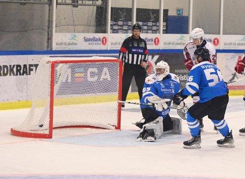 Her setter Lørenskog sitt andre mål i andre periode .
