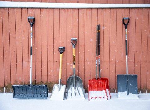 Redskapene står klare for snømåking. (arkivfoto)
