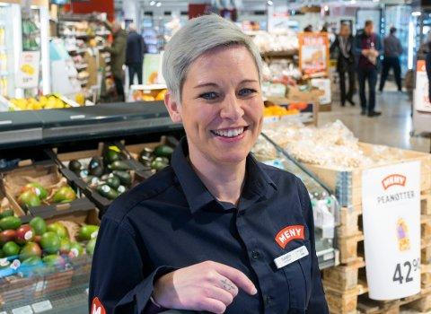 I MEDVIND: Meny i Osloveien øker omsetningen. – Det er moro, sier butikksjef Elisabeth Gomnæs.