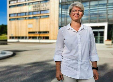 NY JOBB: Elisabeth Raastad Kjørven gir seg som rektor på Toso skole i Jevnaker for å bli rektor på Hadeland videregående skole i Gran kommune.