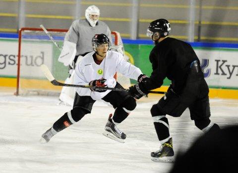 AKTUELL: Jaunius Jasinevicius, 21 år gammel back fra Litauen, trener med Comet - og er positiv med tanke på en overgang.