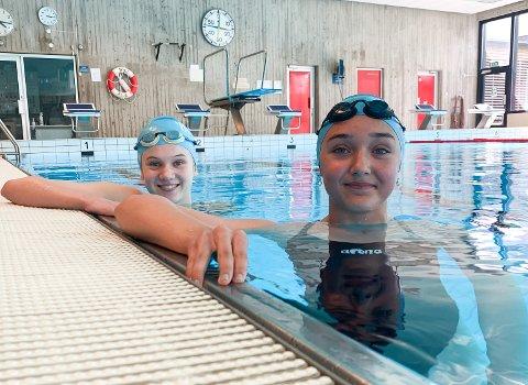 GLADE: - Det er godt å være tilbake i vannet, sier HSK-talentene Nora Ellingsen (tv) og Signe Enberg.