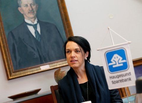 DELER UT: – Banken kan fortsatt være bidragsyter til lokale lag og foreninger, sier administrerende banksjef Bente Haraldson Syre i Haugesund Sparebank. Nær ti millioner ble delt ut i 2017.