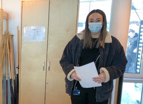 TESTET FOR ANDRE GANG: 29 år gamle Tine Bjørgve har tatt sin andre koronatest på Meland. Foto: Trond Ivar Lunga