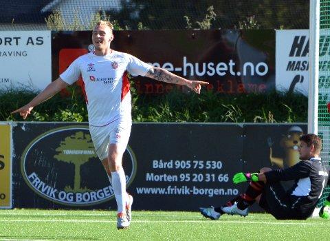 Didrik Mostue jubler etter nok en scoring i 3. divisjon. Nå er Swindon på jakt etter han og Lars Jørgen Mork.