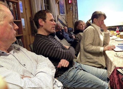 LEDET MØTET: Turleder Morten Onshuus (nr 2 fra v.) fra Holmestrand ledet forrige ukes kajakkmøte i Horten. Helge Christiansen fra Holmestrand til venstre. Foto: Lars Ivar Hordnes