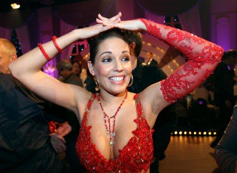 """Oslo  20091010. En glad Triana Iglesias røk ikke ut av """"Skal vi danse"""" på TV 2 i Oslo lørdag kveld.  Foto: Lise Åserud / Scanpix"""