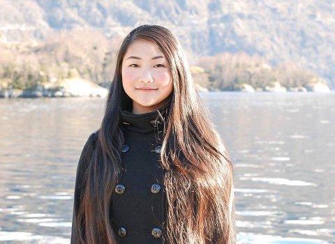 Birgitte Shan Qi Farestveit (21) frå Åkra flytta frå Kvinnherad då ho var 15 år for å gå på vidaregåande i Kvam.