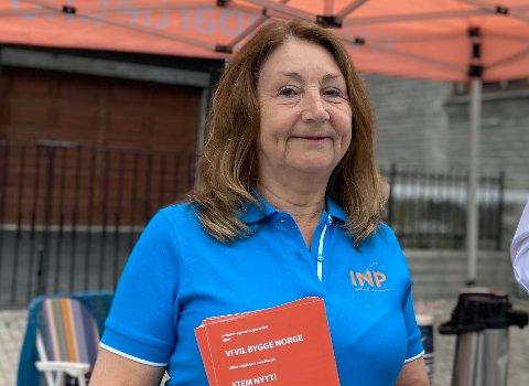 Ragnhild Tveit slet lenge med å finne et parti som passet for henne. Nå er hun leder i Industri - og næringspartiet (INP) i Kvinnherad og kjemper mot skolestrukturendringer og for en bedre eldreomsorg i kommunen.