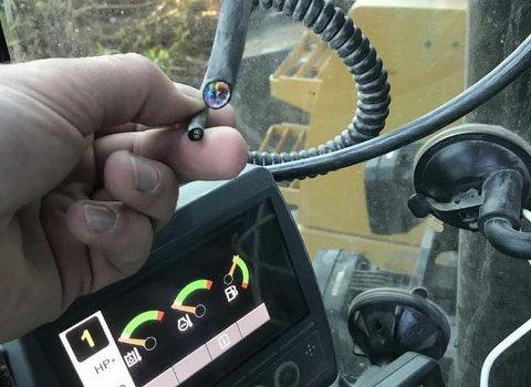 STJÅLET: Dette bildet la Ole Vegar Nørstebø ut på Facebook etter hendelsen sist helg. Bildet viser at GPS-utstyret som er klippet rett av.