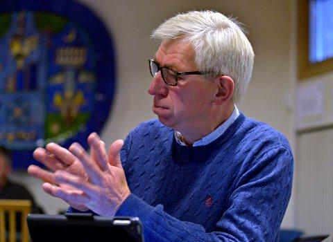 VENTER PÅ DEBATTEN: Helge Evju (H) forteller om et budsjettforslag som helt sikkert vil provosere. Selv kaller han forslagene for nødvendige grep. Kommunestyret skal vedta 2020-budsjettet 11. desember.