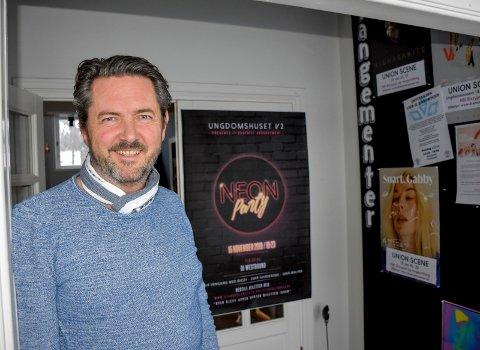 Sørger for sikkerheten: Rune Drangsland, leder på ungdomshuset V2, kan berolige foreldre med at sikkerheten under fredagens NeonParty på kulturscenen er tatt vare på.