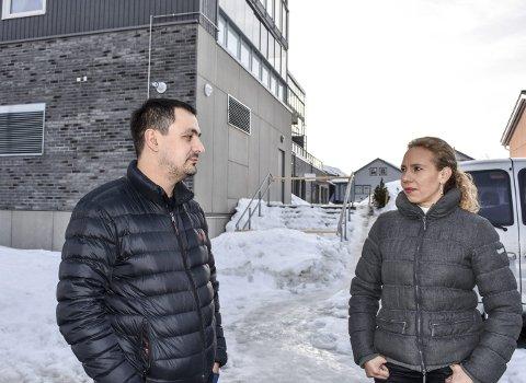 Fortvilet: Martins Treimanis, daglig leder La Trattoria og Paola Castillo, gårdeier følte seg motarbeidet av sameiet til leilighetene i nabobygget som valgte å sperre trappa opp fra parkeringsplassen til restauranten.