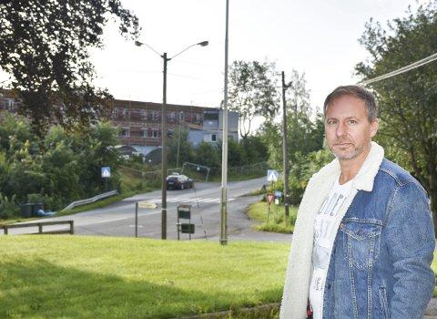 BEKYMRET: Richard Skaar Thorsrud, adm. dir. i Skaar Omsorg, liker ikke tanken på å drive sykehjem med rusmisbrukere som nærmeste nabo. Fra inngangen på Frogner er det ikke mange metrene bort til Vestsidveien 100.