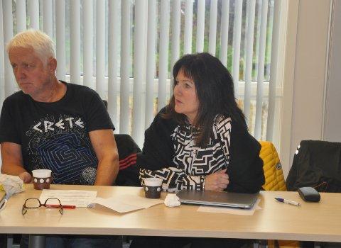 REISELIV: Ordfører Susan Berg Kristiansen og varaordfører Asbjørn Myklebust er fornøyd med at et samlet Værøy vil tilbake til Destination Lofoten. Foto: Magnar Johansen