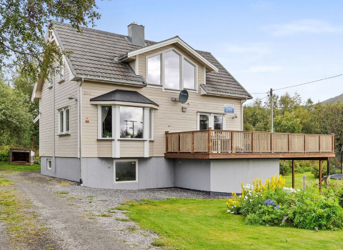 SOLGT: Dette huset fra 1953 ble solgt langt over takst.
