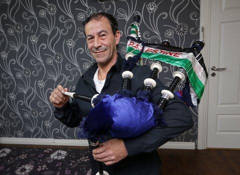 GAMMELT INSTRUMENT: Ahmed Nemer forteller at sekkepipen har rike tradisjoner i Palestina og Syria. Det finnes flere forskjellige typer, blant annet indisk, pakistansk og skotsk. Selv har han en pakistansk variant.