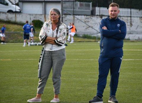 HÅPER IKKE PÅ NY NEDSTENGING: Daglig leder i Sprint-Jeløy Therese Solhaug håper ikke på en ny nedstenging av idretten. Her avbildet sammen med koordinator Vegard Haslerud i Sprint-Jeløy ved en tidligere anledning.