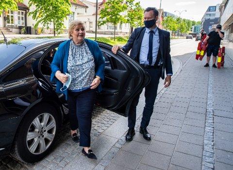 Erna Solberg besøkte Scandic City i Fredrikstad tirsdag. Hun kom med gode nyheter om gjenåpningen.