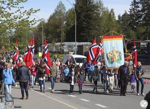DE MINSTES TOG: Barnehagetoget på Lambertseter i forkant av nasjonaldagen er en hyggelig tradisjon. ARKIVFOTO