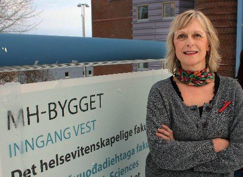 SJOKK RAMMER HJERTET: En akutt livshendelse kan føre til hjertesvikt eller Broken Heart Syndrom/Takotsubo. – Hvis man kommer raskt til sykehus og får medisinsk behandling blir man helt frisk, som regel innen en måneds tid, sier professor Maja-Lisa Løchen i Tromsø. Foto: Bengt Nielsen