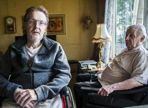 Redd: – Jeg er fryktelig redd, sier Johnny Paulsen. Her sammen med faren John.Foto: Helle Østvik