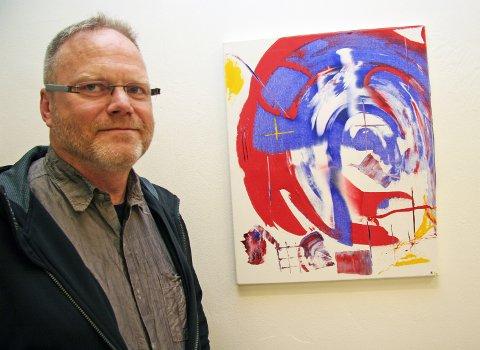 KUNST-KARL: Mange av bildene har Karl Karlsson malt på få minutter. Fredag åpner kunstutstillingen på visningsrommet Kurant. Dette bildet er allerede solgt. Han håper å selge såpass mange malerier at han får dekt utgiftene til maling - kjøpt på Clas Ohlson.