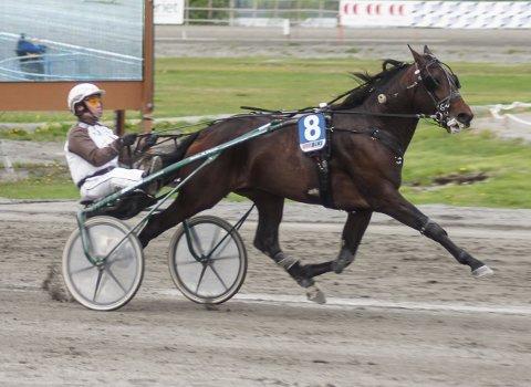 High Hopes var en klar vinner på 1.17,4 sammen med Eirik Høitomt.