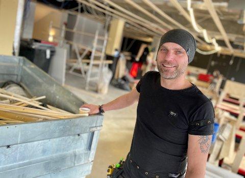 TAR FORM: Lokalet til Gulating pub i gågata i Ski begynner å ta form. Hvis alle gode makter står Morgan Klingvall bi, blir det åpning i midten av desember.