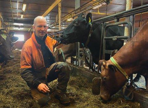 BIDRO: I 2020 produserte Anders Bjørnø Andersen i overkant av 180.000 liter melk på en av Hybbestad-gårdene i Tjølling. Dermed var han en av dem som bidro til det som ble et kronår for Tine.