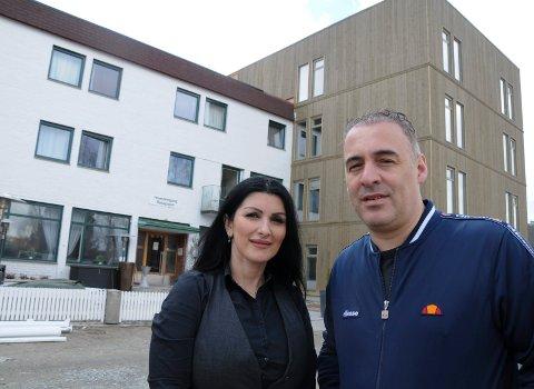ENIG MED BRANNVESENET: Lindita og Valon Salihu er eiere av Tynset Hotel.