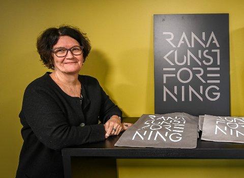 Leder i Rana kunstforening, Eva H. Sundsvold, sier at årets Vinterlyskunstner blir utstilt som planlagt, til tross for at selve festivalen er utsatt.