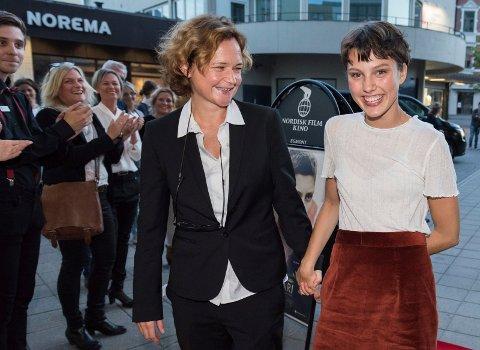 Sara Johnsen har regien og Ruby Dagnall har hovedrollen i filmen Rosemari