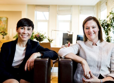 Ine Marie Eriksen Søreide og Marit Berger Røsland blir historiske når de inntar ministerpostene i UD.  Foto: Tom Gustavsen