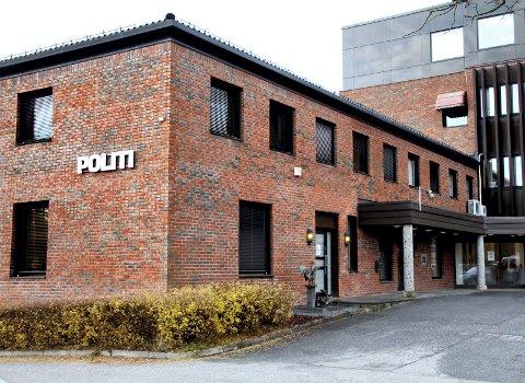 VIL STYRKE LENSMANNSKONTORENE: Sigbjørn Gjelsvik (Sp) er bekymret for om de gjenværende lensmannskontorene vil svekkes over tid. På bildet er lensmannskontoret i Nes.